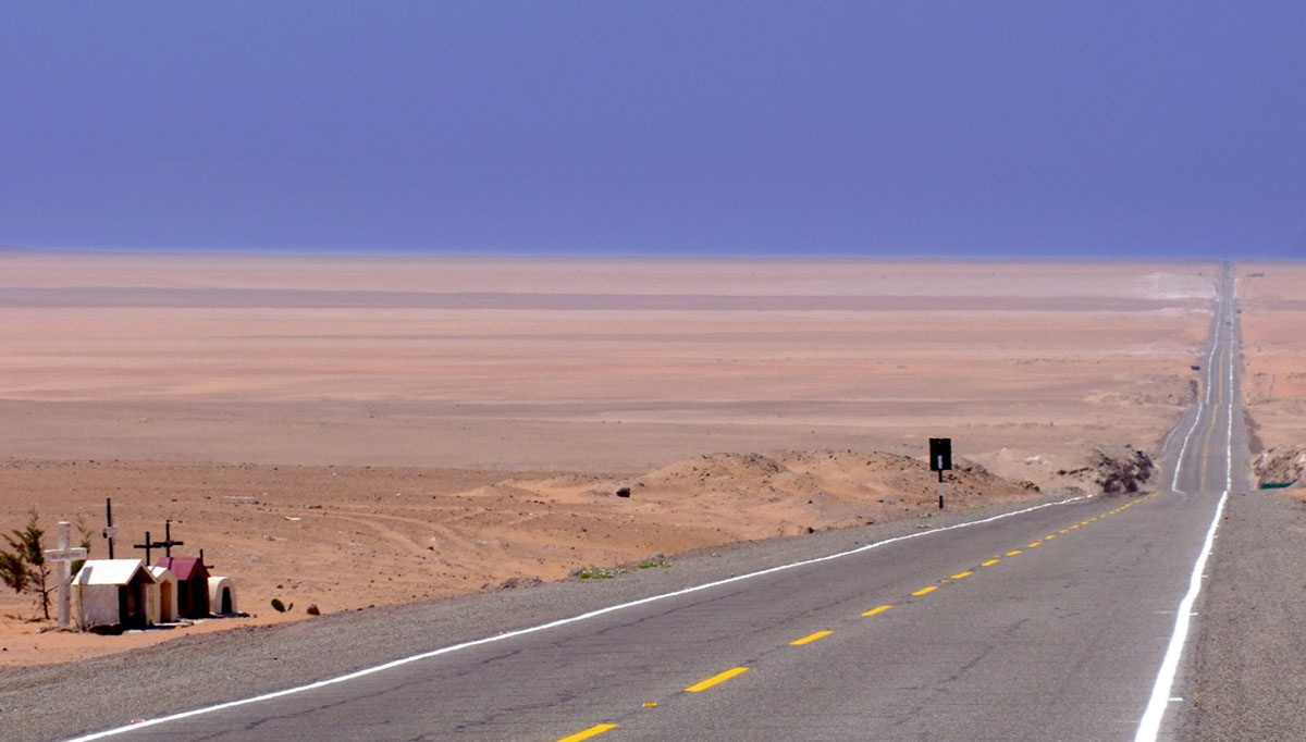 The Pan American Highway runs through the Sechura Desert in Peru, one of the driest places on Earth -- except when El Niño arrives. (Photo by A. Duarte, Flickr Creative Commons)